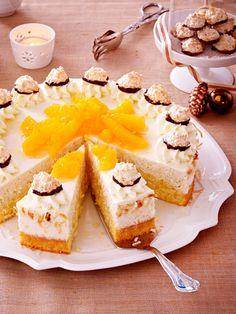 Die Torte mit einer Extraportion Kokos bringt einen Hauch Exotik auf die weihnachtliche Kaffeetafel.
