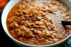 Ingredientes para el guiso ¾ de taza de manteca de cerdo 6 libras (aproximadamente 3 kilos) de pernil de cerdo, limpio y cortado en cubitos de media pulgada (poco más de un centímetro) 3 ½ tazas de cebollas, troceadas 6 dientes ajo, troceados 1 taza de cebollín (cebolla verde), troceado 2 tazas de ajo porro troceado 2 ½ tazas de pimentón (pimiento) rojo, sin venas ni semillas, troceado 6 ajíes dulces, sin venas ni semillas, troceados 2 ½ tazas de tomates sin semillas, troceados 8 onzas de…