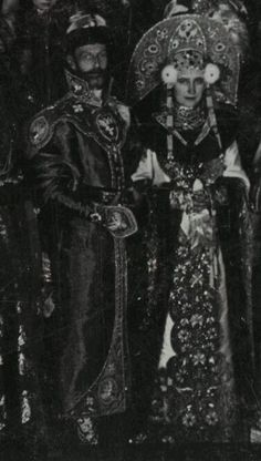Grand Duke Sergei Alexandrovich Romanov of Russia with the Grand Duchess Elisabeth Feodorovna Romanova of Russia in their century costumes for the 1903 Ball at the Winter Palace. Tsar Nicolas Ii, Tsar Nicholas, Russian Folk, Russian Art, Costume Russe, Familia Romanov, Hesse, House Of Romanov, Alexandra Feodorovna