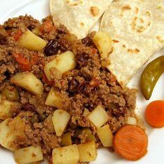 Aprende a preparar carne molida con papas con esta rica y fácil receta.  La carne molida venezolana es un plato de carne guisada generalmente con patatas. Esta recet...