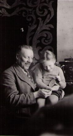 Sabine von Schulmann with her father August in 1935 Old Family Photos, Old Photos, My Family, Father, Old Things, Painting, Old Pictures, Pai, Vintage Photos
