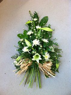 Single Ended Spray with Stems - - Moja strona Church Flowers, Funeral Flowers, Funeral Floral Arrangements, Flower Arrangements, Flowers London, Funeral Sprays, Casket Sprays, Funeral Tributes, British Flowers