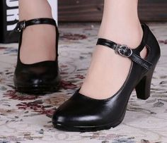 Women's Round Toe with Strap Black Pumps