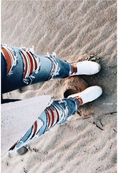 Charming Ripped Jeans Outfits Ideas Ripped jeans have been worn as a fashion statement since the During the many chose to deform their […] Teenage Outfits, Teen Fashion Outfits, Jean Outfits, Outfits For Teens, Fall Outfits, Summer Outfits, Black Outfits, Cute Ripped Jeans, Ripped Jeans Outfit