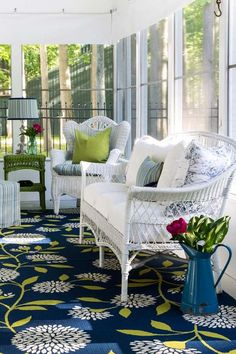 "40 Best Screened Porch Design and Decorating Ideas On Budget Just because it is a porch doesn't indicate it needs to have rocking chairs,"" he states. Porch is a significant spot for your library also. Outdoor Rooms, Outdoor Living, Outdoor Furniture Sets, Outdoor Decor, White Wicker Patio Furniture, Outdoor Patios, Porch Furniture, Outdoor Kitchens, Antique Furniture"