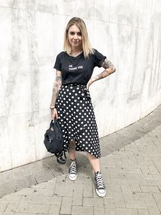 cute spring outfits for women 18 ~ Modern House Design Little Black Dress Outfit, Black Dress Outfits, Modest Outfits, Modest Fashion, Casual Outfits, Fashion Outfits, Fashion Vest, Grunge Fashion, Skirt Fashion