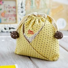 Learn how to make this cute little string pouch. super easy and useful. Step by step photo tutorial.