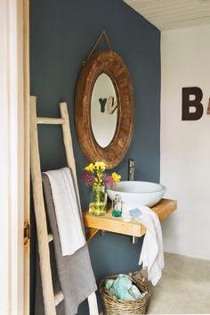 00438528. Ванная комната с стены синий и круглое зеркало (438528)