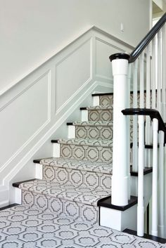 Black and White Staircase with Taupe Maze Stair Runner - Transitional - Entrance/foyer Contemporary Stairs, Modern Stairs, House Stairs, Carpet Stairs, Wall Carpet, Cheap Carpet, Carpet Mat, Staircase Runner, Ladder
