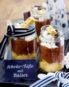 Das Rezept für Schoko-Trifle mit Baiser und weitere kostenlose Rezepte auf LECKER.de