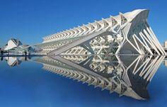 El Museu de les Ciències Príncipe Felipe, a museum of science in Valencia's City of Arts and Sciences complex. Futuristic Architecture, Beautiful Architecture, Art And Architecture, Angular Architecture, Chinese Architecture, Santiago Calatrava, Unique Buildings, Amazing Buildings, Office Buildings