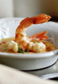 Passata di ceci con gamberoni: la ricetta Fish Recipes, Seafood Recipes, Gourmet Recipes, Soup Recipes, Vegetarian Recipes, Cooking Recipes, Eating Light, Seafood Dishes, Slow Food