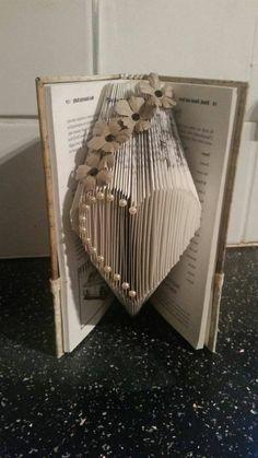 livre origami, pliage papier coeur