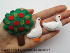 Free tutorial for making a pair of tiny felt ducks --- Bugs and Fishes by Lupin: How To: Make Mini Felt Ducks