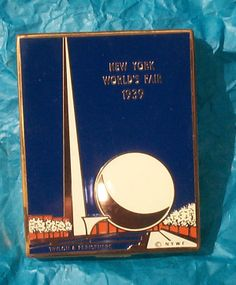 Vintage 1939 New York World Fair Ladies Compact Trylon  Perisphere