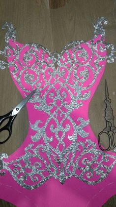 Best 11 The idea is to be green remembering the color of t - Leotards Bead Embroidery Patterns, Beaded Jewelry Patterns, Beaded Embroidery, Girls Leotards, Rhythmic Gymnastics Leotards, Ballet Leotards, Dance Outfits, Dance Dresses, Aerial Costume