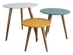 Set 3 tables gigognes Stockholm sur Jardindeco. Avec ses 3 teintes blanche, bleue et jaune, ces tables gigognes s'inséreront facilement dans votre déco scandinave.