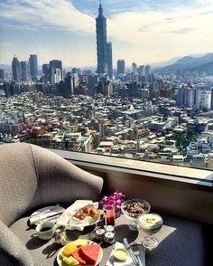 Morning in Taipei by @tiffanyylamx! ✨❤️ #breakfastwithaview