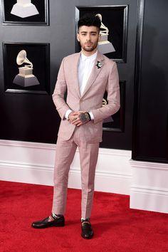 Zayn Malik Rocks Pink Suit For Grammys Photo Zayn Malik suits up sharp at the 2018 Grammy Awards held at Madison Square Garden on Sunday (January in New York City. Estilo Zayn Malik, Zayn Malik Style, Zayn Malik Pics, Zayn Malik Fashion, Mens Fashion Suits, Mens Suits, Fashion Pants, Men's Fashion, Pink Suit Men