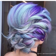 Absolutely in love with this colors! @glamiris and @theconfessionsofahairstylist are the artists... Pulp Riot is the paint.