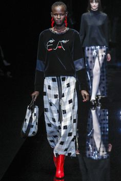 http://www.vogue.com/fashion-shows/fall-2017-ready-to-wear/emporio-armani/slideshow/collection