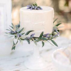 All Natural: <em>20+ Gorgeous Floral Wedding Cakes</em>