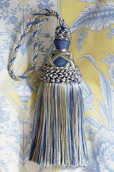 キータッセル (1本) Diy Tassel, Tassels, Silk Ribbon Embroidery, Embroidery Patterns, Tassel Curtains, Interior Color Schemes, Fringe Fashion, Passementerie, Finger