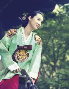 Traditional Korean clothing, hanbok, has gradually won favor by people from different parts of the world. Korean Hanbok, Korean Dress, Korean Outfits, Korean Clothes, Korean Traditional Dress, Traditional Dresses, Dress Attire, Asian Hair, Korea Fashion