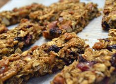 Cranberry Almond Granola Bars. Perfect for breakfast on the go and healthy snacking! Eat now or freeze for later.