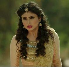 Beautiful Bollywood Actress, Most Beautiful Indian Actress, Beautiful Actresses, Bollywood Girls, Bollywood Stars, Mauni Roy, Mouni Roy Dresses, Ada Khan, Modern Saree