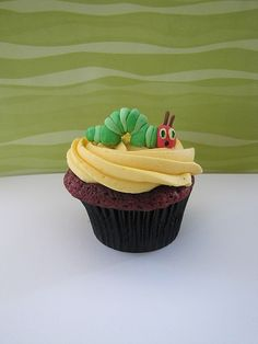 Very Hungry Caterpillar Cupcake - make jumbo cupcake for smash cake