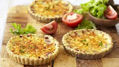 Quiches are great served hot or cold and this salami, sour cream and herb quiche makes a tasty meal served with a crisp salad. Easy Cooking, Cooking Recipes, Savory Tart, Savoury Dishes, Frittata, Quiches, Cooking Classes, Sour Cream, Tarts
