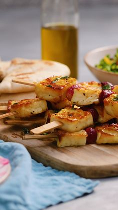 Recipes Snacks Videos These Halloumi and grape skewers are a great vegetarian alternative to your meat kebabs. The fruit adds a touch of sweetness that you didn't think you needed. Why not serve with a side of hummus for a complete summer mezze? Vegetarian Sweets, Vegetarian Recipes Videos, Meat Recipes, Cooking Recipes, Healthy Recipes, Summer Vegetarian Recipes, Chard Recipes, Tapas Recipes, Skewer Recipes