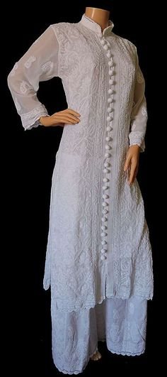 White Shalwar Kameez Ideas for Women. The color white is the epitome of grace and elegance. White acts like a perfect blank canvas to show off any colorful embroidery, beadwork, or intricate work. Simple Kurti Designs, Kurti Neck Designs, Kurta Designs Women, Kurti Designs Party Wear, Dress Designs, Simple Pakistani Dresses, Pakistani Fashion Casual, Bollywood Fashion, Indian Fashion