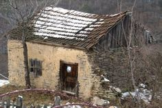Abandoned Houses, Cabin, House Styles, Places, Home Decor, Rome, Abandoned Homes, Decoration Home, Room Decor