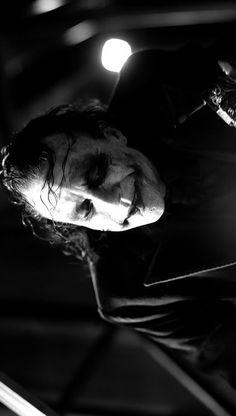 MissusJ uploaded this image to 'heath ledger/the joker'. See the album on Photobucket. Joker Photos, Joker Images, Batman Vs, Batman Robin, Joker Heath, Heath Ledger Joker, The Dark Knight Trilogy, Greatest Villains, Joker Wallpapers