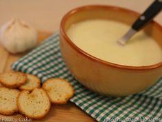 Supa crema de usturoi - imagine 1 mare Romanian Food, Romanian Recipes, Fondue, Vegan Recipes, Soup, Cheese, Ethnic Recipes, Vegane Rezepte, Soups