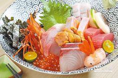 特級海鮮丼/680元↑以5種生魚片加上日本北海道干貝、海膽及牡丹蝦,可嘗到生魚片及丼飯的雙重美味。(鄭夙玲攝)