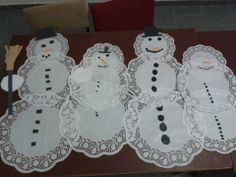 Sněhuláci z dortových ubrousků Doilies, Advent Calendar, Snowman, Holiday Decor, Christmas, Winter, Home Decor, Xmas, Winter Time