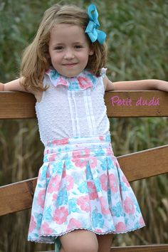 Blusa y Falda para niña Petitdudu Baby Girl Dress Patterns, Baby Girl Dresses, Cute Little Girls Outfits, Kids Outfits, Kids Dress Wear, Kids Frocks Design, Frocks For Girls, Kids Fashion, Cute Clothes For Girls