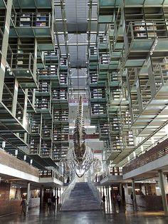 Biblioteca de Vasconcelos: Entrando na matriz  A biblioteca de Vasconcelos, no México, também é conhecida como a Megabiblioteca. Criada por ...
