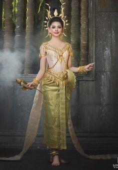 Stylish Khmer traditional costume. #NationalAttire #NationalCostumes #ChinaCostume #KhmerCostume #ThaiCostume #VietnamCostume