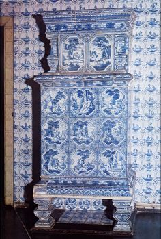 Poêle allemande de la région de Hambourg, début XVIIIe. Musée Altona à Hambourg Foyers, Delft, Vintage Stoves, Blue China, White Decor, Architecture, Decoration, Nostalgia, Germany
