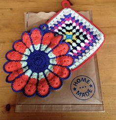 2 retro sixties potholder crochet par hooknhula sur Etsy, $33.00 Crochet Potholders, Hula, Doilies, Pot Holders, Crochet Patterns, Blanket, Retro, Handmade Gifts, Unique Jewelry