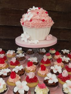Cupcakes for wedding today by Cotton and Crumbs, via Flickr