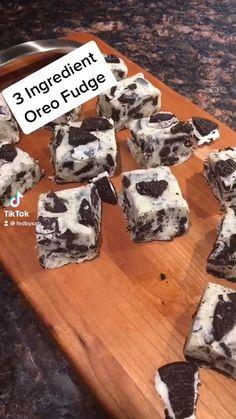 Oreo Dessert Easy, Oreo Dessert Recipes, Easy Baking Recipes, Milk Recipes, Fudge Recipes, Mini Desserts, Sweet Recipes, Cookie Recipes, Easy Oreo Recipes