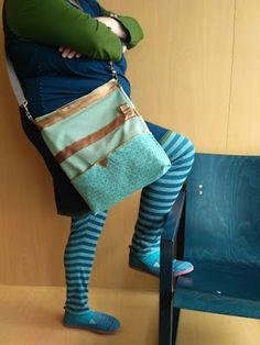 Radau im Nähzimmer: mittwochs mag ich: die farbe blau, meine neue tasche & die csd-linkparty. und streuselkuchen! Fashion, Designer Bags, Color Blue, Moda, Fashion Styles, Fashion Illustrations