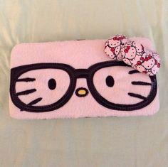 hello kitty wallet - love the specs... :p