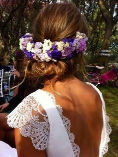 Bridal hair tied back with beautiful wreath | Hermoso peinado para novias recogido con corona de flores.