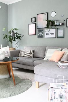 Wandfarbe Wohnzimmer blau grau Wandfarbe Wohnzimmer grau Couch Trendy Wall Decor - Painting n Drawing Trends Living Room Paint, Living Room Grey, Home And Living, Pastel Living Room, Living Room Decor Green Walls, Modern Living, Scandi Living Room, Grey Walls Living Room, Small Living